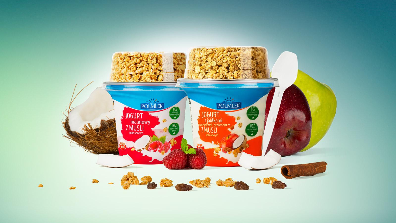 jogurt z toperem, owoce, musli